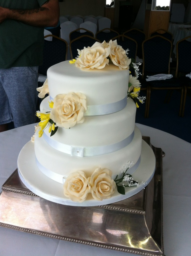 wedding cake delivery charges roses amp freesia wedding cake coppice cakes 22428